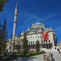 Мечеть Фатиха Завоевателя в Стамбуле в воскресный полдень :: Ирина Лепнёва