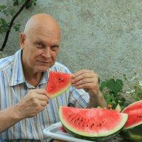 Первый арбуз этого лета :: Валерий Басыров