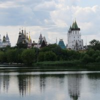 Лето в Измайлове. Вид на Кремль :: Дмитрий Никитин