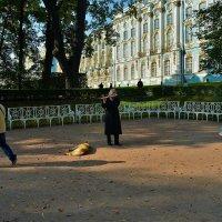 На входе в Екатерининский Парк... :: Sergey Gordoff
