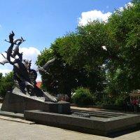 Памятник Журавли - Могила Неизвестного солдата в Луганске :: Наталья (ShadeNataly) Мельник