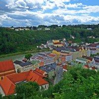Вид из средневековой крепости на город Бургхаузен и реку Зальцах...... :: Galina Dzubina