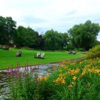 Отдых в парке цветов :: Nina Yudicheva