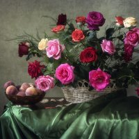 Натюрморт с розами и персиками :: Ирина Приходько
