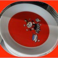 Тарелка Moomin Малышка Мю красная. :: Вера