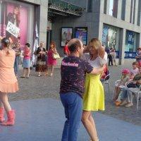 Танцы - это перпендикулярное выражение горизонтальных желаний (Бернард Шоу) :: Алекс Аро Аро