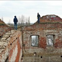 На древних развалинах :: Надежда