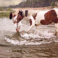 Купание коня :: Наталья Мячикова