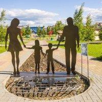 Семья шагает по планете :: Дмитрий Костоусов