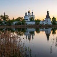 Тихий вечер. Иосифо-Волоцкий монастырь. :: Alexander Petrukhin