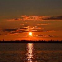 Закат на сибирском озере :: Леонид Чащин