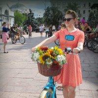 Девушка с велосипедом 2 :: Ростислав