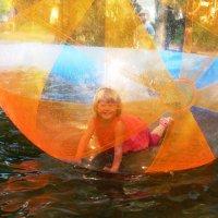 Девочка в шаре :: Наталья Петровна Власова