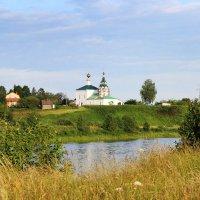 на берегу реки :: Геннадий Тарасов