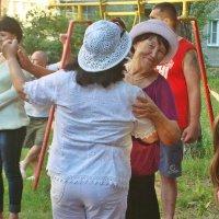 Весело и дружно во дворе :: Лидия (naum.lidiya)
