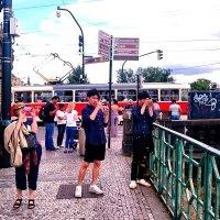 Туристы на улицах Праги :: Ольга Богачёва