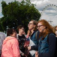 туристы в Лондоне кайфуют - с погодой повезло! :: Sofia Rakitskaia