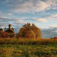 Картинка про утренний свет и старую часовню... :: Александр Никитинский