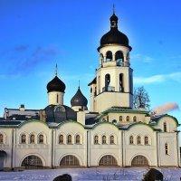 Успенский храм с колокольней, курантами и трапезной :: Елена Павлова (Смолова)