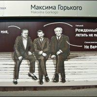 На остановке общественного транспорта (оформление остановки) :: Надежда