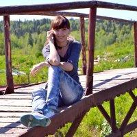 .девушка на мостике :: Галина Гаврилова