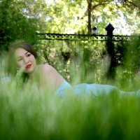Девушка в траве :: Вадим Кузнецкий