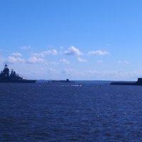 На рейде подлодка «Дмитрий Донской» и ракетный крейсер «Петр Великий» :: Алексей Цветков