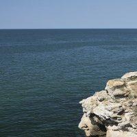 Поэт задумался у моря... :: Валерий Басыров