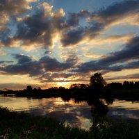 Последний закат июля.. :: Антонина Гугаева
