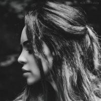 Гламурный черно-белый портрет вне студии. A glamorous black and white portrait outside the studio. :: krivitskiy Кривицкий