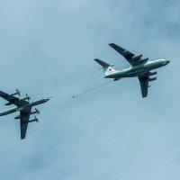 Дозаправка в воздухе :: Олег Денисов