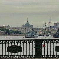 Три корабля стояли рялом с Петропавловкой :: Владимир Гилясев