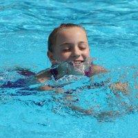 Лето в бассейне :: Колибри М