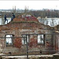 На древних развалинах-2 :: Надежда