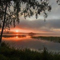 Рассвет на озере :: Алексей Мезенцев