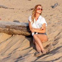 Лето, пляж, песок, красивая девушка.... :: Наталья Колокольцова