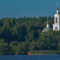 Храм Похвалы Пресвятой Богородицы-вид с Волги. :: Виктор Евстратов
