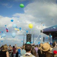 Тысячи шаров улетают в небо :: G Nagaeva
