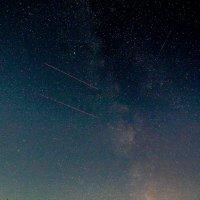 Млечный путь, два самолета и три следа метеоров :: Анатолий Антонов