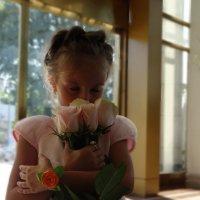 Девочка и розы :: Артем Викторович
