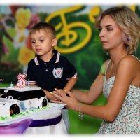 По просьбе именинника торт изготовили в виде ДЖИПА. :: Anatol Livtsov