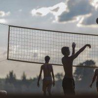 Вечерний волейбол :: Александр Воронов