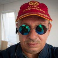 Афтопортрет,варианты,даможно сказать тупое блин селфи! :: Юрий Плеханов