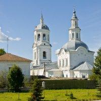 Словно невеста среди села. :: Андрей Синицын