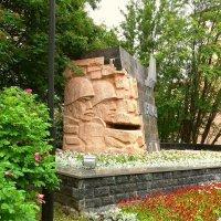 Памятник «В честь строителей, погибших в 1941—1945 годах» :: Анна Приходько