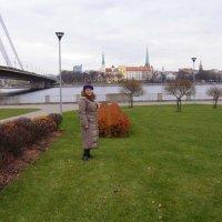 на фоне старого города :: Анна Воробьева