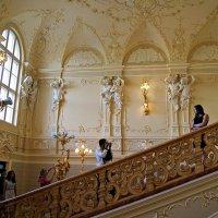 парадная лестница :: Александр Корчемный