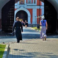 На монастырском дворе... :: Sergey Gordoff