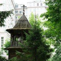 Колокольня во дворе церкви Святого Николая :: Александр Матюхин