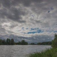 Туча над Дубной. :: Виктор Евстратов